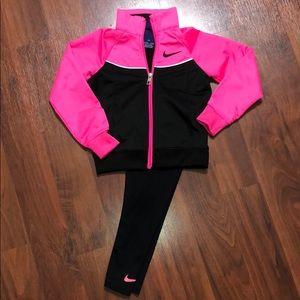 Pink & Black Nike set 💓